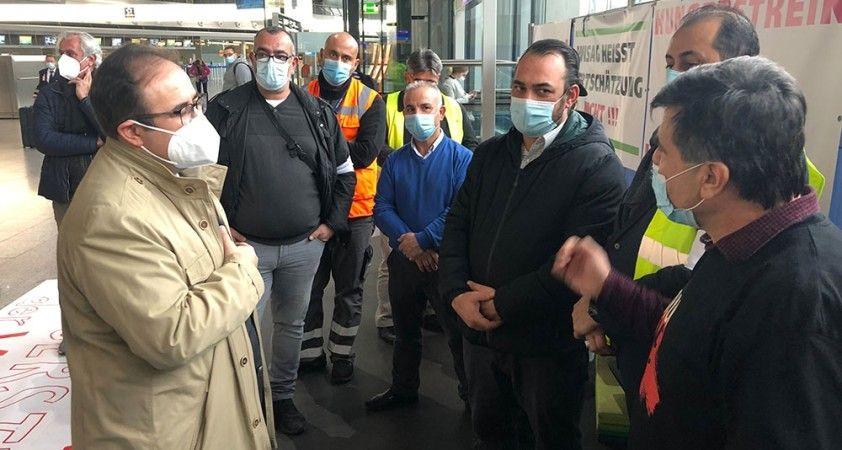 Almanya'da Türk Başkonsolos Tunçer, açlık grevindeki Türk işçileri ziyaret etti