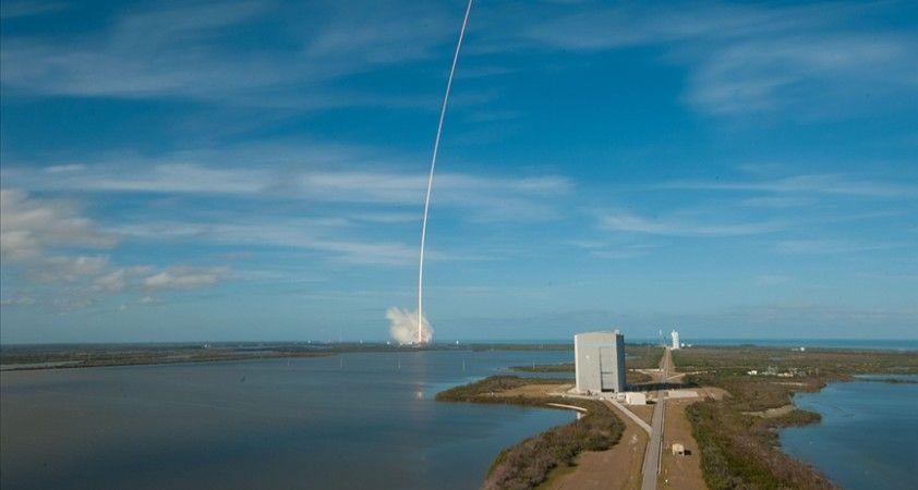 SpaceX, Starlink ağı için 60 internet uydusunu daha uzaya fırlattı