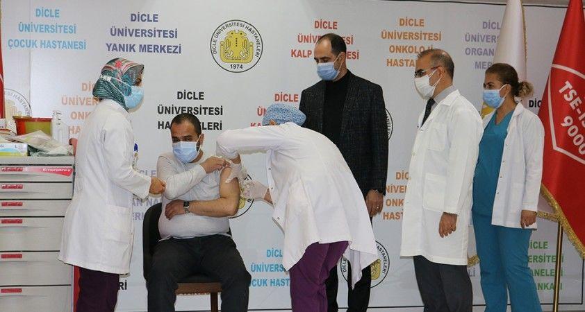 Çin'in korona virüs aşısı Diyarbakır'da iki gönüllüye yapıldı