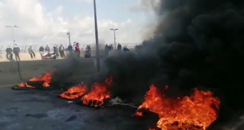 Lübnan'da ekonomik kriz devam ederken, protestocular yine sokaklarda