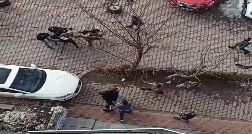 Yumrukların havada uçuştuğu kavga kameraya yansıdı