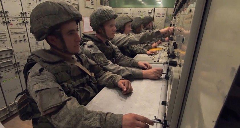 Askeri Tatbikatı'nda katılımcı askerlere hava savunma sistemleri anlatıldı
