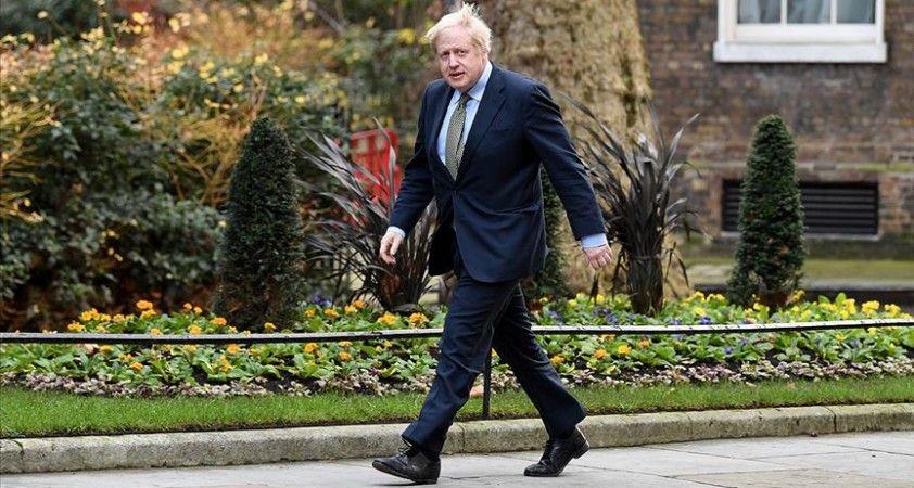 İngiltere Başbakanı Johnson, tedaviye cevap veriyor