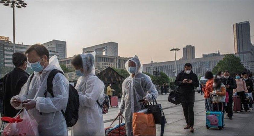 Binlerce Vuhanlı kentten ayrılmaya çalışıyor