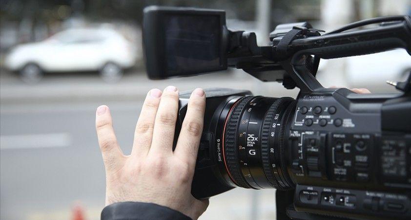 Dünya genelinde en az 840 gazeteci Kovid-19'dan hayatını kaybetti