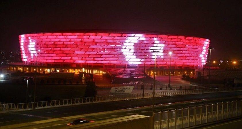 Haydar Aliyev Merkezi ve Bakü Olimpiyat Stadyumu'na Türk bayrağı silüeti yansıtıldı