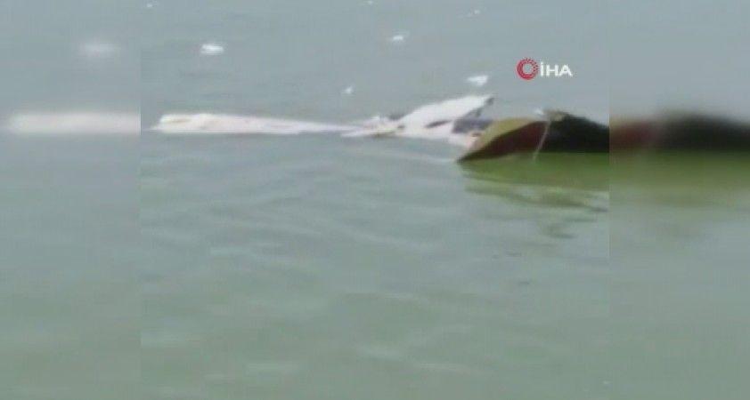 Hindistan'da askeri helikopter baraja düştü