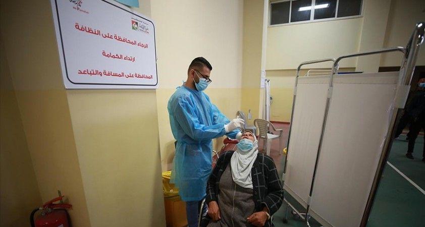 Filistin'de son 24 saatte 2 bin 412 kişi Kovid-19'a yakalandı