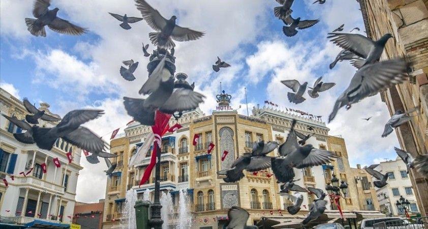Tunuslular devrimin 10. yılını Kovid-19 nedeniyle sosyal medyada kutladı