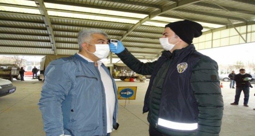 Hisarcık pazarında korona virüs tedbirleri arttırıldı