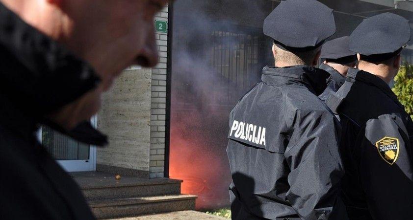 Bosna Hersek'teki seçimlerde usulsüzlük yapıldığı iddiasıyla Srebrenista ve Tuzla'da operasyon düzenlendi