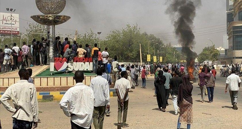 ABD, Sudan'daki darbe girişimine tepki olarak 700 milyon dolarlık yardımı askıya aldı