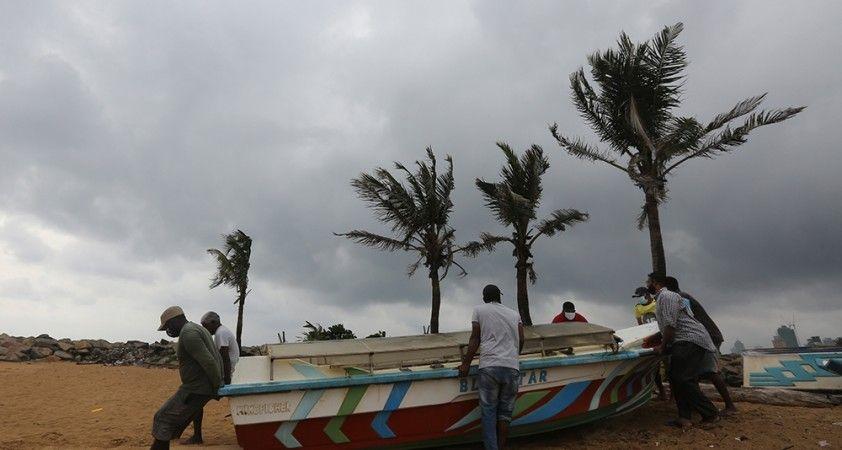 Sri Lanka'da Burevi Kasırgası alarmı: 75 bin kişi tahliye edildi