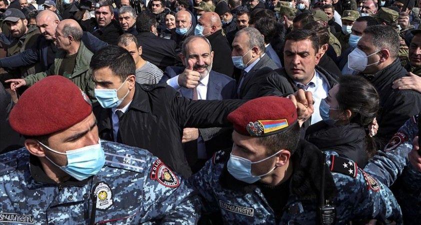 Ermenistan'da ordu muhtırası sonrası orta yol arayışları sürüyor