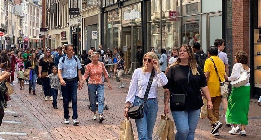 Hollanda'da sosyal mesafe kuralı dahil bir dizi kısıtlama 25 Eylül'de kaldırılıyor