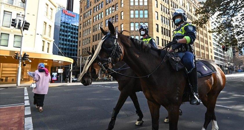 Avustralya'da Kovid-19 yasaklarını protesto eden göstericiler polisle çatıştı
