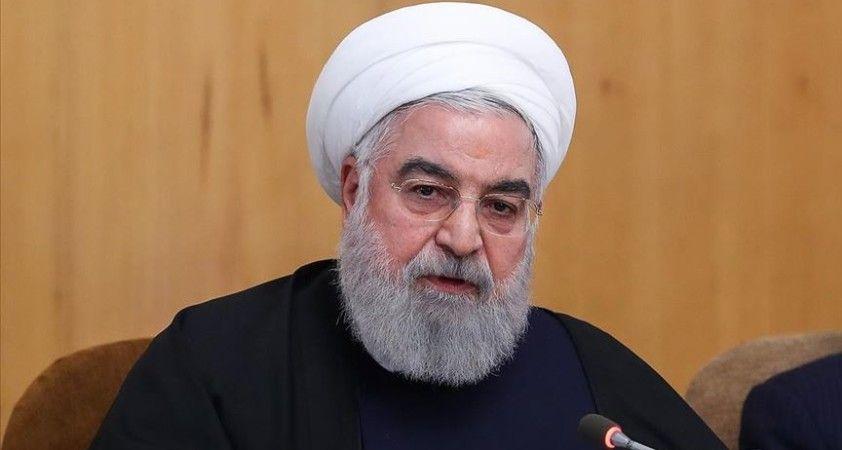Ruhani: 'Bilinçli sosyal mesafe uygulamasına geçeceğiz'