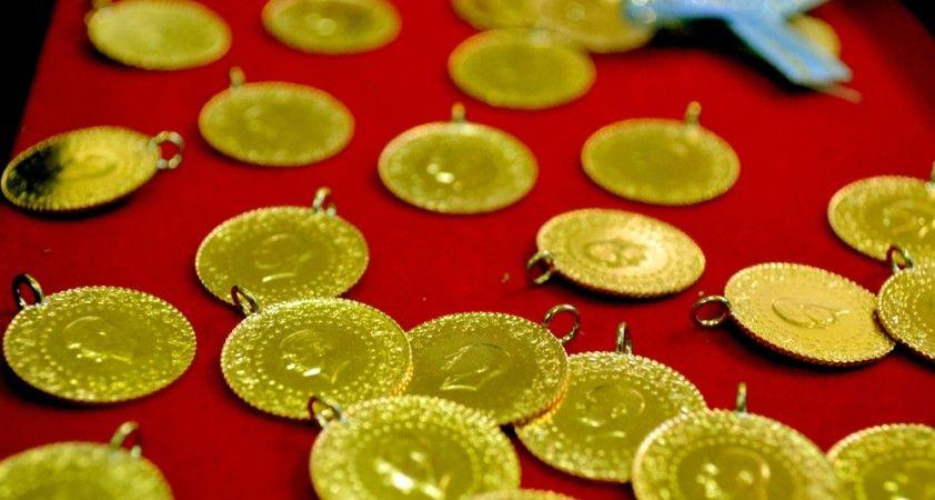 Altının rekor kırmasıyla tarihi Kapalıçarşı'daki sarraflarda yoğunluk oluştu