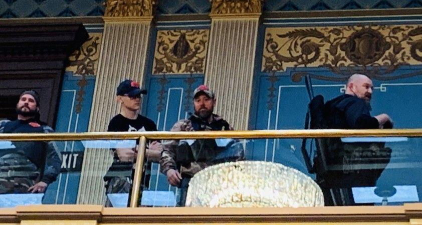 ABD'de karantina karşıtı silahlı protestocular, Michigan Eyaleti Meclis binasını bastı