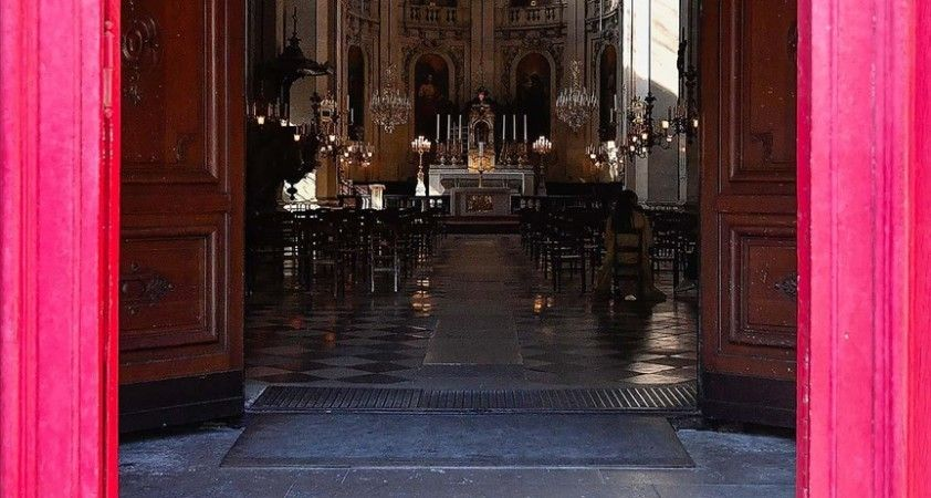 Fransa'da bir rahip hakkında 2 çocuğa cinsel saldırıdan soruşturma açıldı