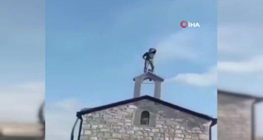 Azerbaycanlı asker kilisede ezan okudu