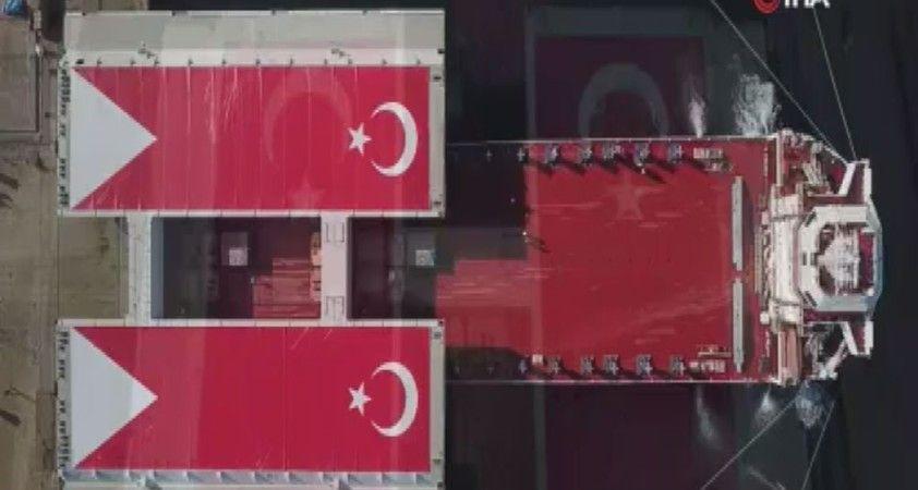 Türk bayrağıyla kaplanan mega bloklar Gelibolu'ya ulaştı