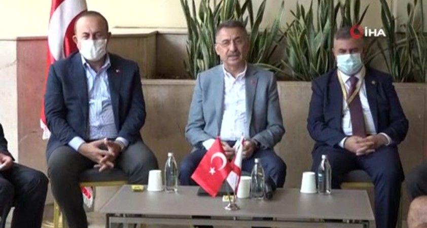 Cumhurbaşkanı Yardımcısı Oktay ve Bakan Çavuşoğlu, Türklerin yaşadığı mahalleyi ziyaret etti