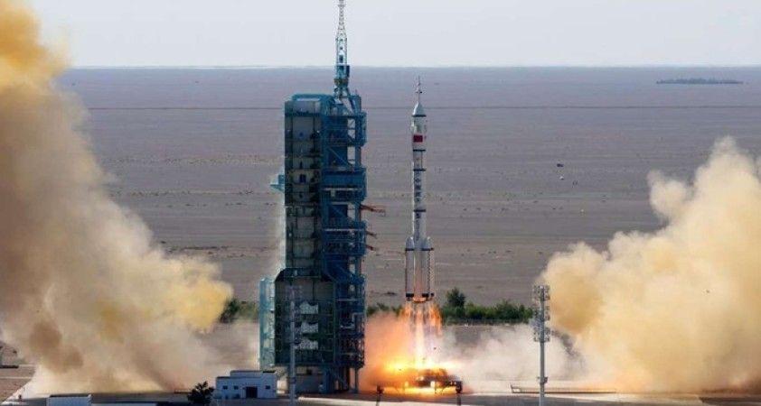 Çin, yeni uzay istasyonunda görev alacak ilk mürettebatı taşıyan Shenzhou-12'yi başarıyla fırlattı