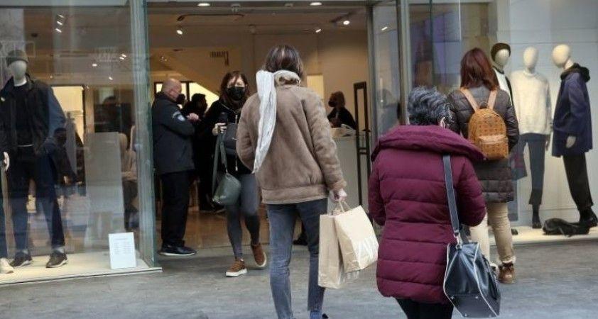 Yunanistan'da koronavirüs kısıtlamaları gevşetildi, birçok mağaza 2 ay sonra yeniden açıldı