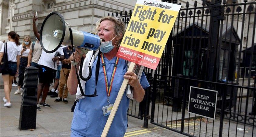 İngiltere'de hükümetin zam teklifini yetersiz bulan 'önemli sayıda' hemşire iş bırakabilir