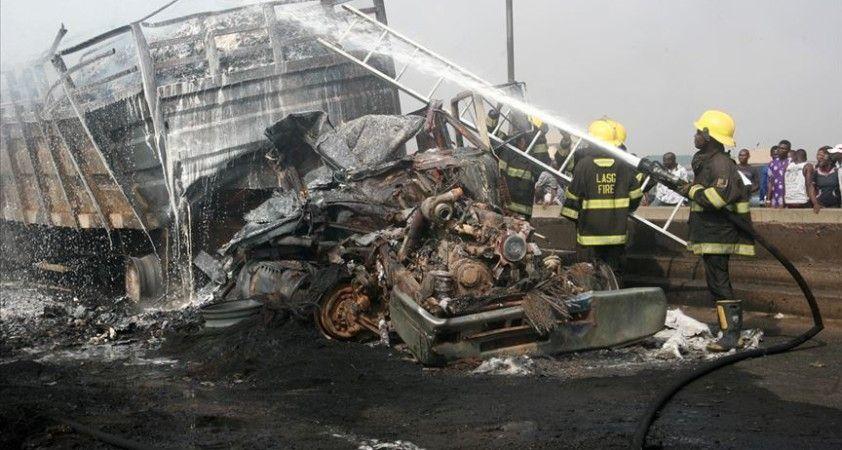 Nijerya'da zincirleme kazanın ardından yangın çıktı: 23 ölü