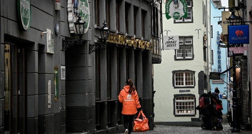 Almanya'da son 24 saatte korona virüsten 255 ölüm