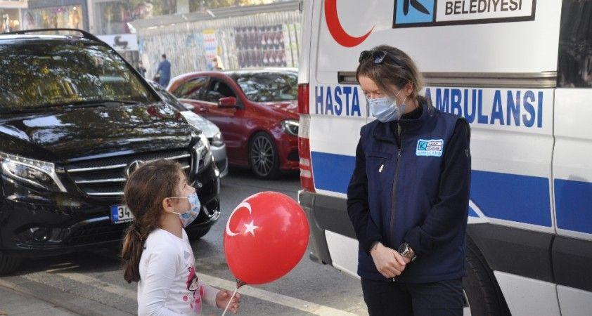 Kadıköy'de koronavirüse ambulansla farkındalık