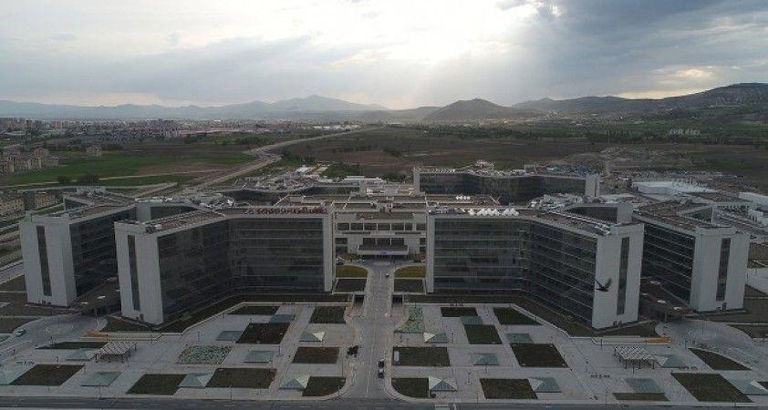 Kayseri Şehir Hastanesi sağlıkta yükü sırtlıyor