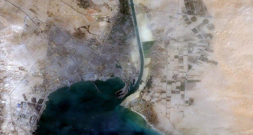 Dünyanın en önemli su yollarından olan Süveyş Kanalı, bu yıl tarihinin en yüksek gelirini elde etti