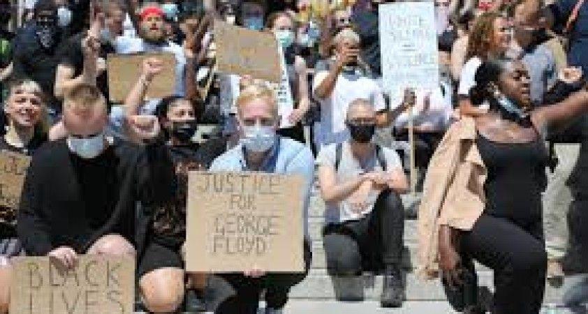İngiltere'de binlerce kişi George Floyd için sokaklara döküldü