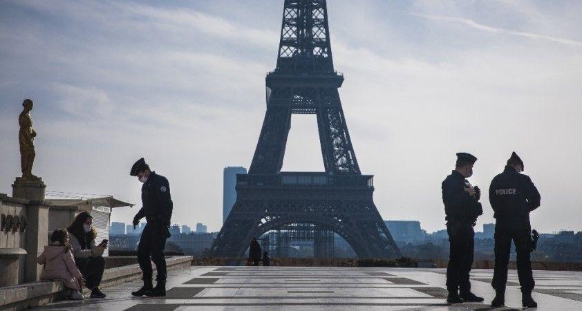 Fransa'da 24 saatte 213 kişi koronavirüs nedeniyle hayatını kaybetti