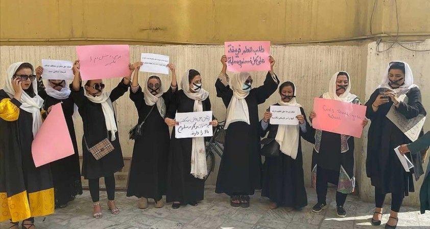 Afgan kadınları eğitim hakları için 'sessiz protesto' düzenledi
