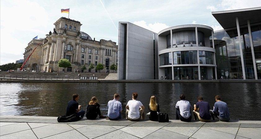 Almanya'da Kovid-19 vakaları son 7 haftanın en yüksek seviyesine çıktı