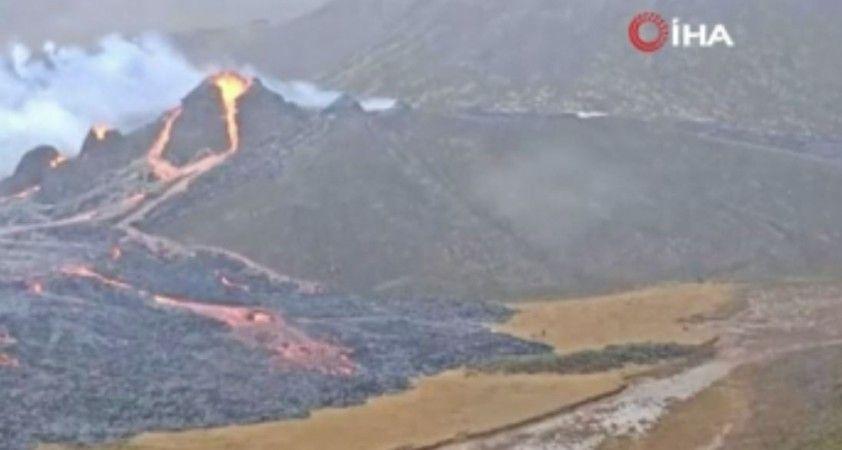 İzlanda'da Fagradals Yanardağı lav püskürtmeye başladı