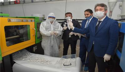 Koronavirüsle mücadele seferberliğine tüm plastik meslek liseleri katıldı